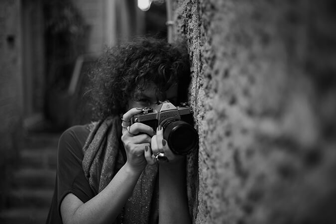 בסמטאות יפו עם מצלמה