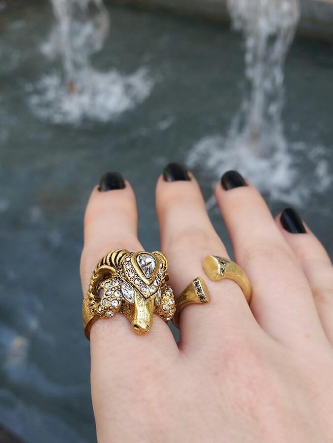 טבעת גדי מוזהבת עם יהלומים