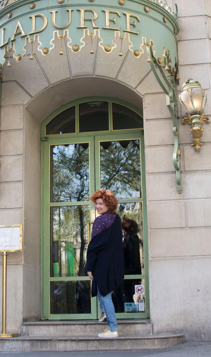 הכניסה המפוארת של קפה לאדורה