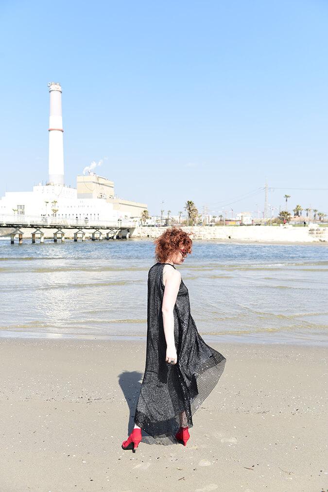 שמלה שחורה מנצנצת