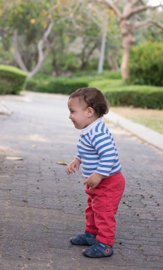 תינוק מתחיל ללכת