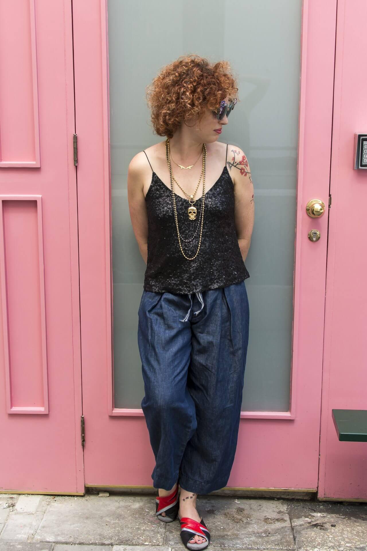 ג'ינס מתרחבים בצבע כחול