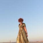 שמלה בצבע זהב של דנה סידי