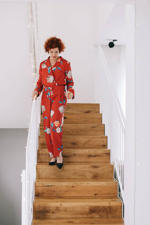חליפה אדומה לנשים