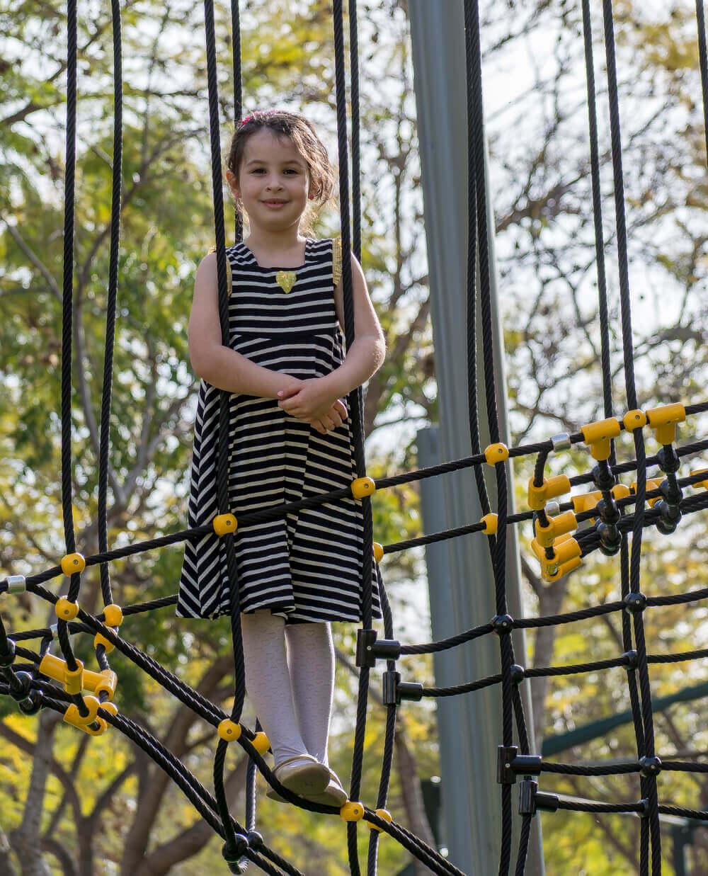הדס שטרנברג - בוטיק שמלות לילדות אונליין