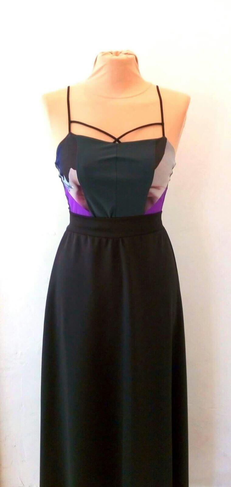 שמלה שחורה צמודה