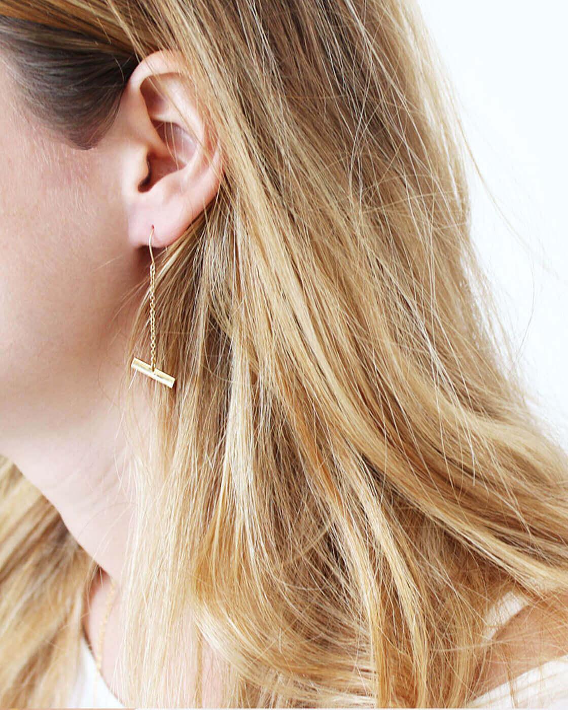 עגילי נשים בצבע זהב