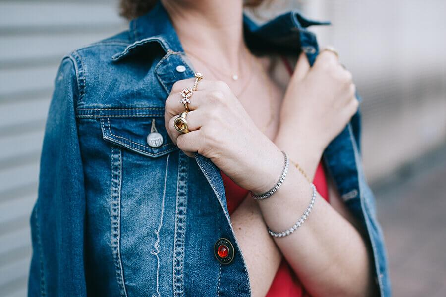 ג'קט ג'ינס וטבעות יהלומים