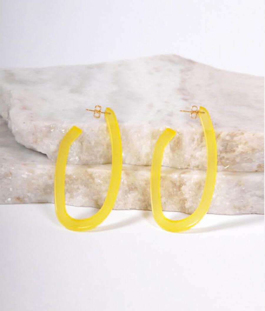 עגילי אקריליק צהובים