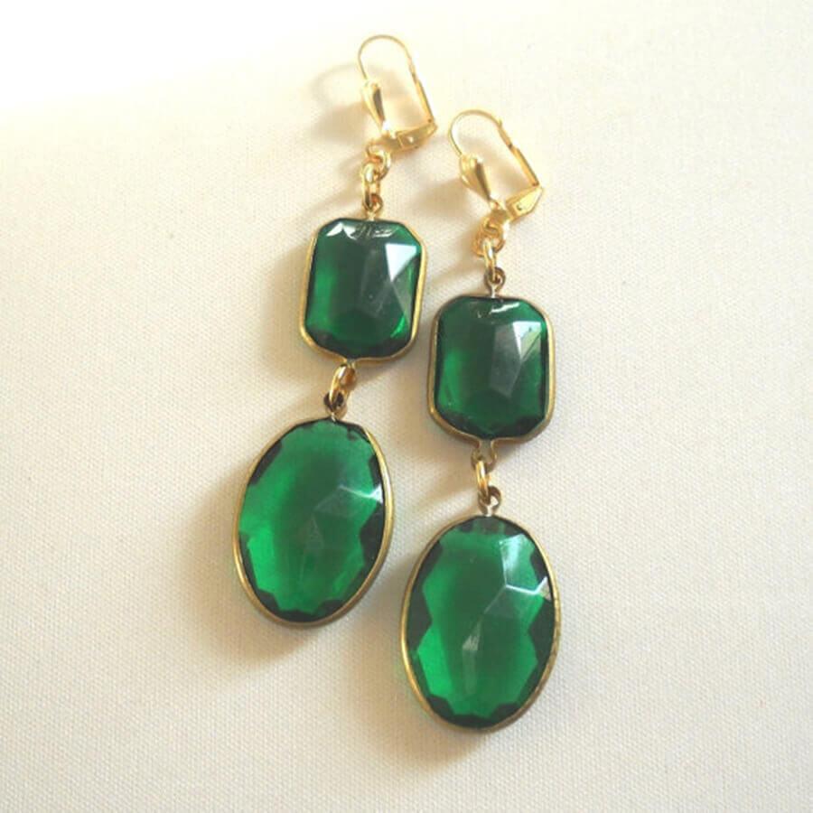 עגילים משובצים אבנים ירוקות