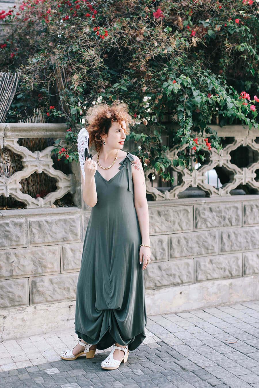 שמלת מקסי בצבע ירוק בקבוק