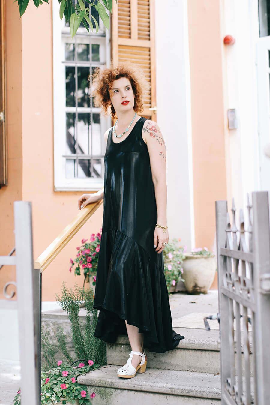 שמלה שחורה בעיצוב גל שינפלד