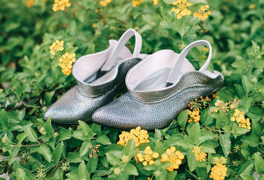 נעליים כסופות של מיקה דרימר