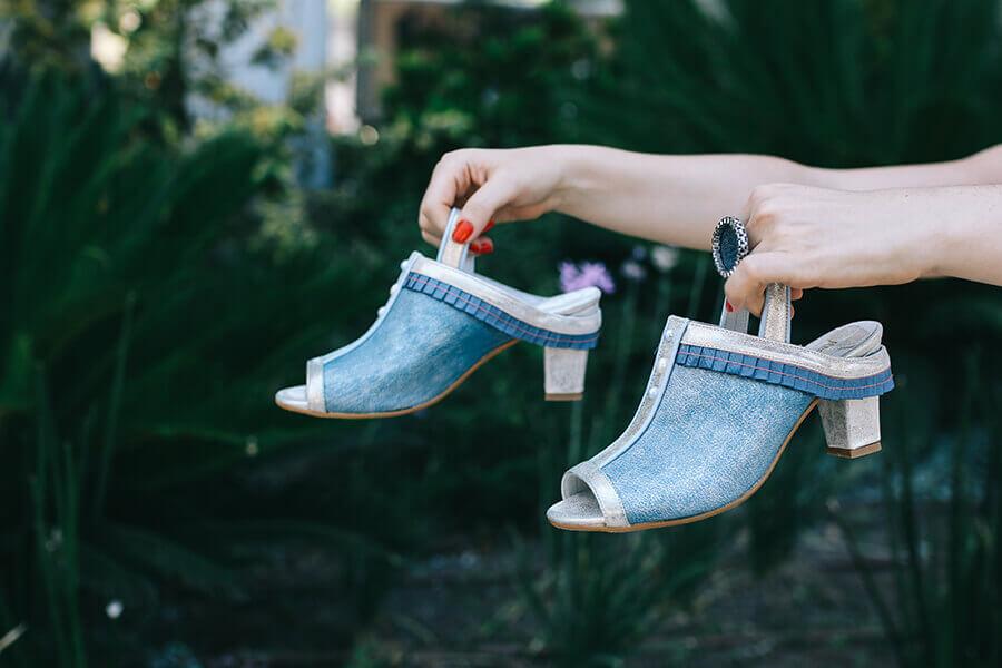 נעלי ג'ינס של מיקה דרימר