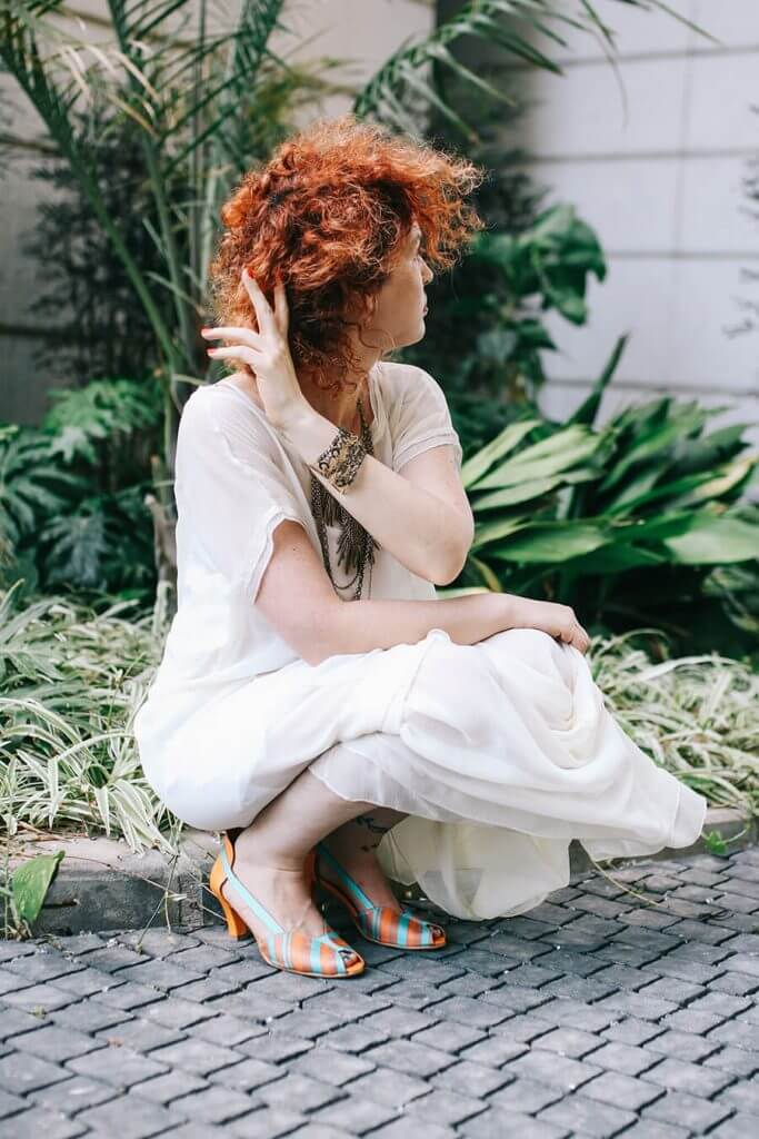 שמלה לבנה בסגנון בוהושיק