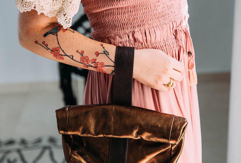 תיק יד במתנה של דניאלה להבי מקולקציית המסלול של שבוע האופנה