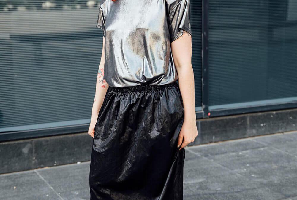 חצאית ניילון שחור במתנה של מותג המעצבות Alef Alef